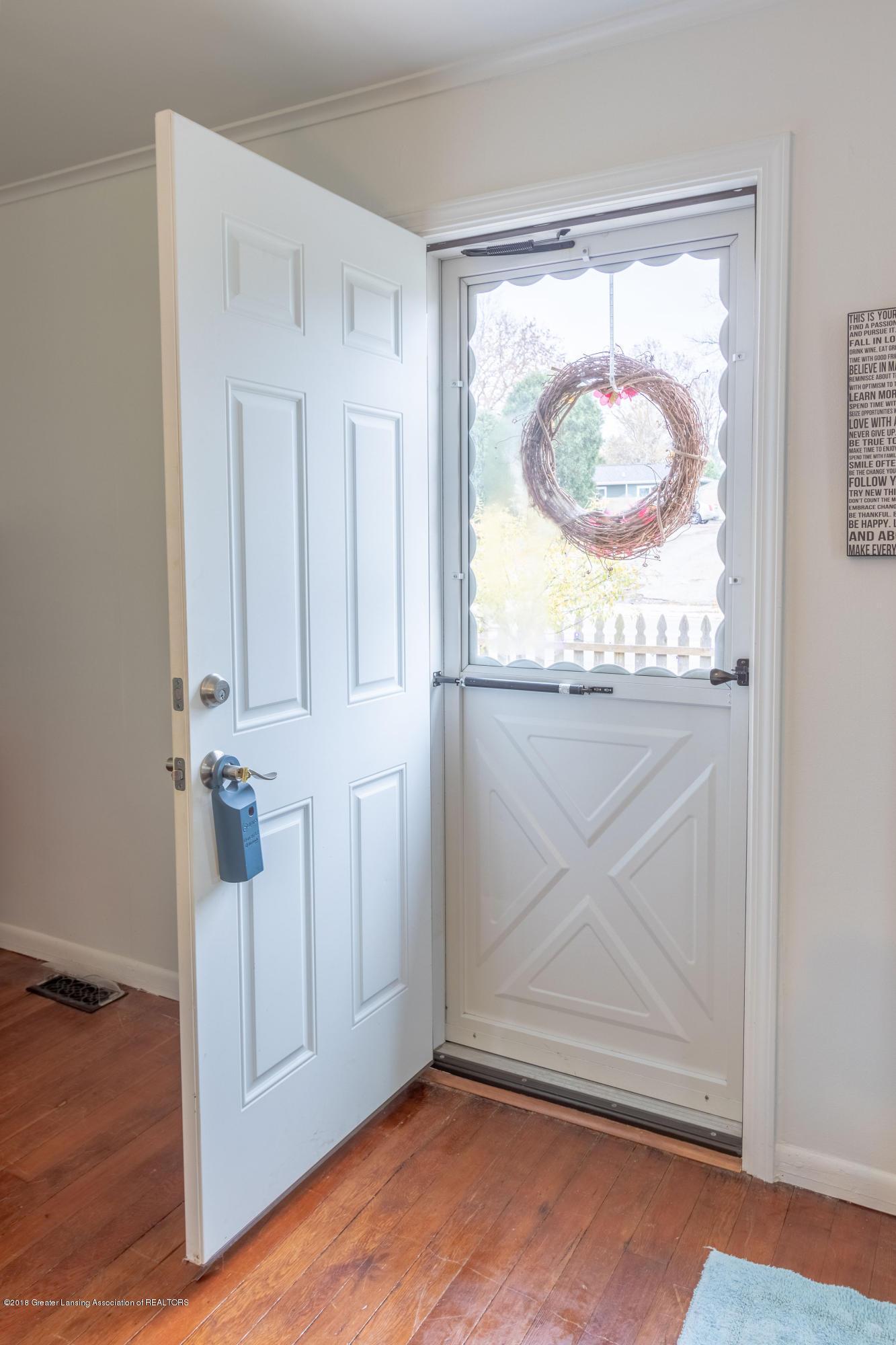 619 N Hagadorn Rd - Foyer - 7