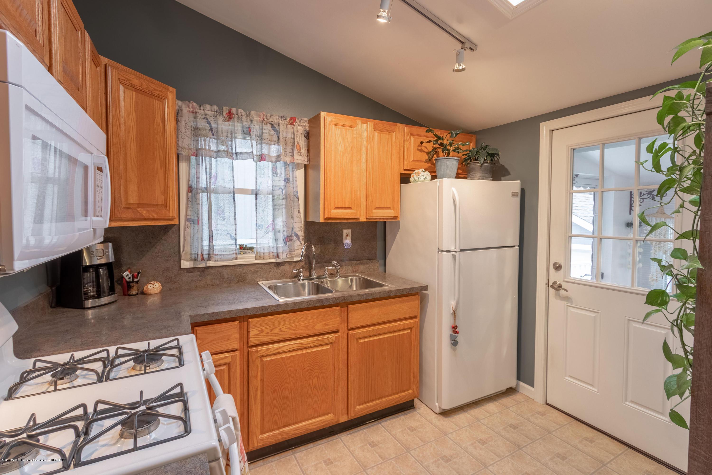 619 N Hagadorn Rd - Kitchen - 13