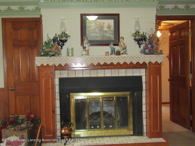 9105 Walker Rd - Handsome Mantle - 9