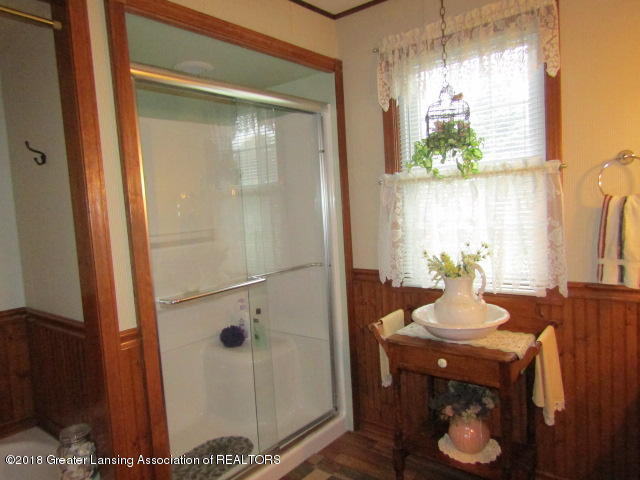 9105 Walker Rd - Glass Shower - 25