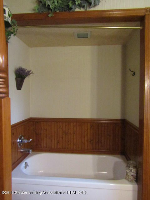 9105 Walker Rd - Seperate Tub - 26