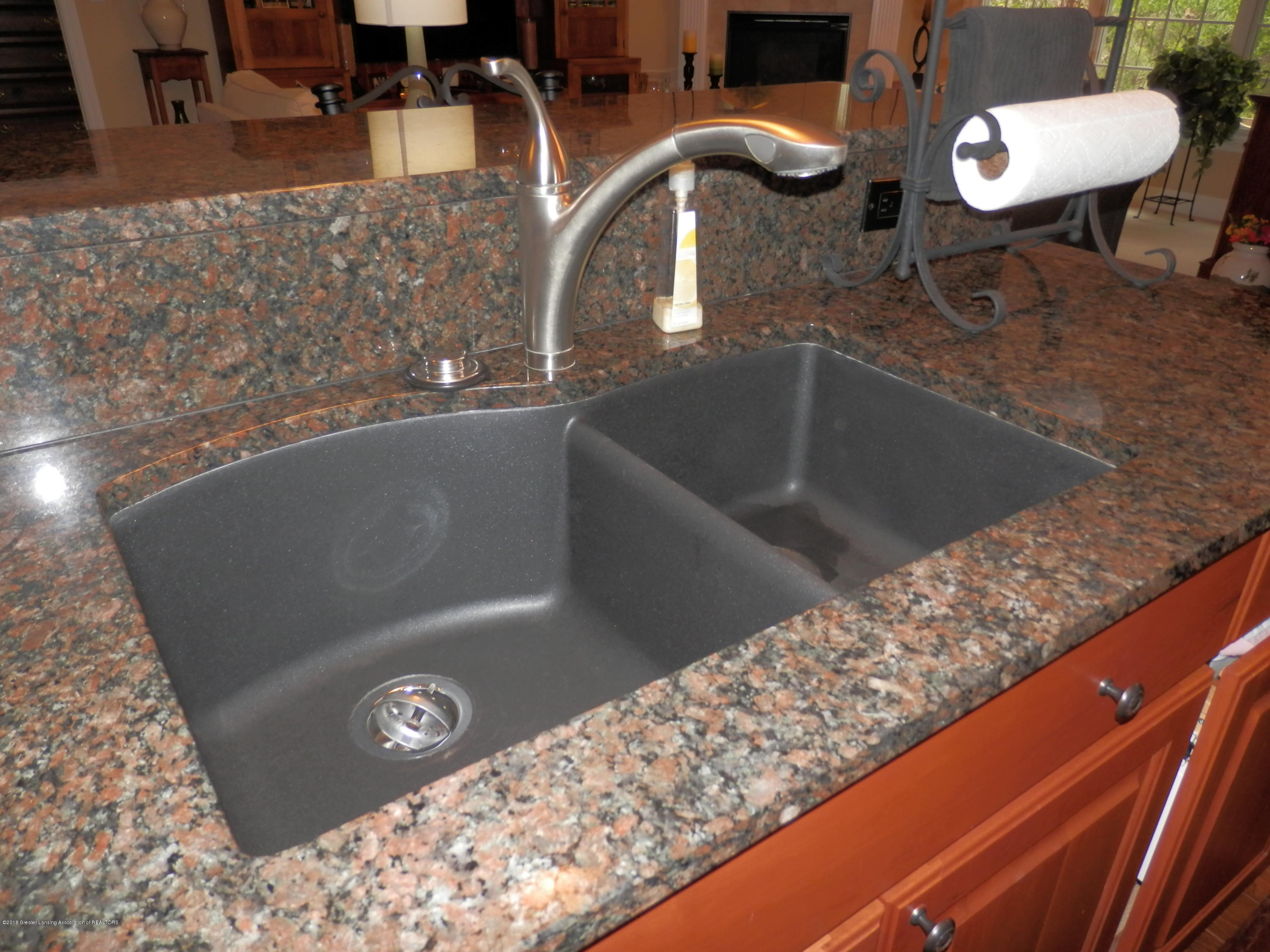 6153 Graebear Trail - Granite composite sink - 17