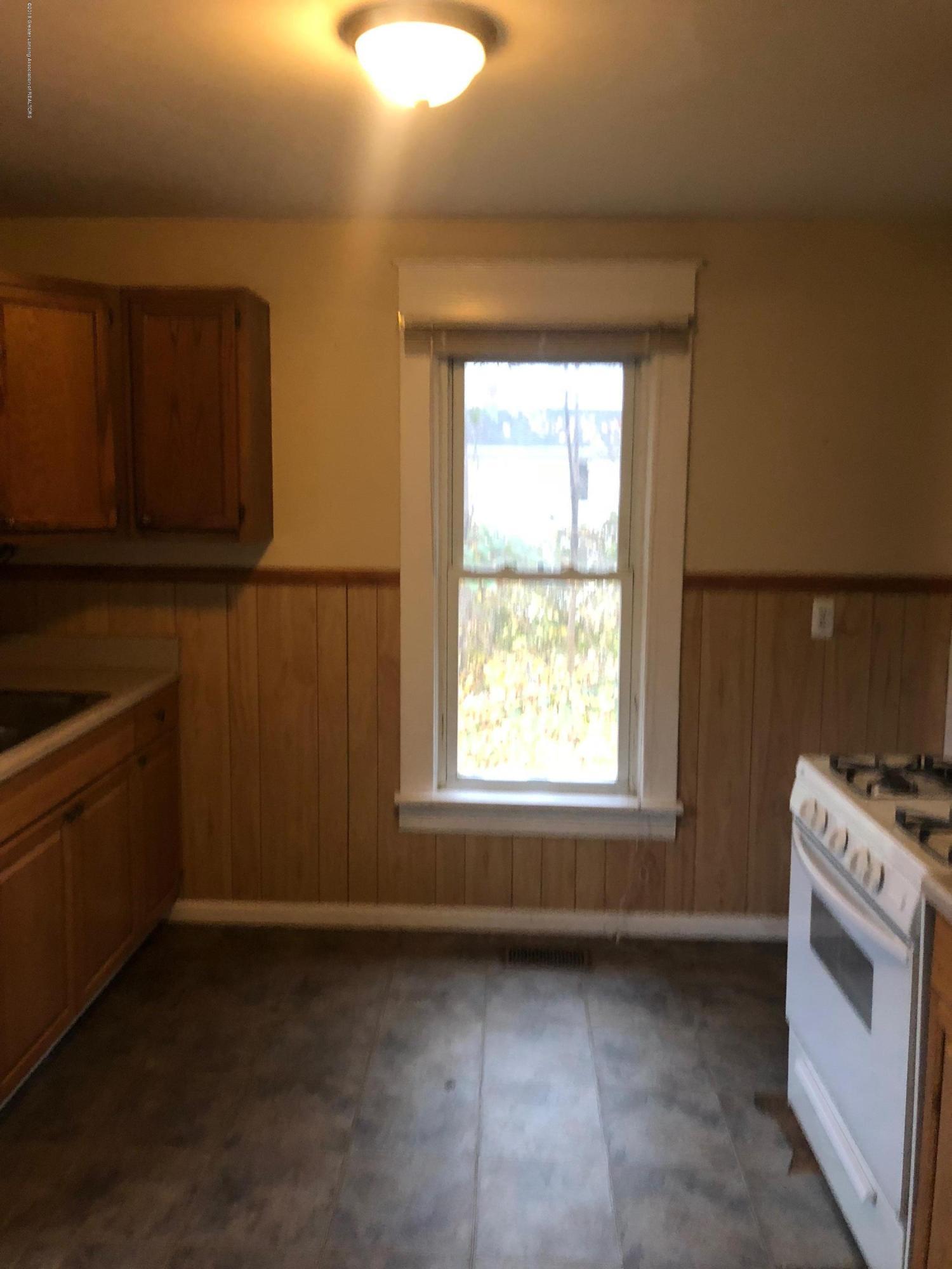 13580 Walnut St - Kitchen - 11