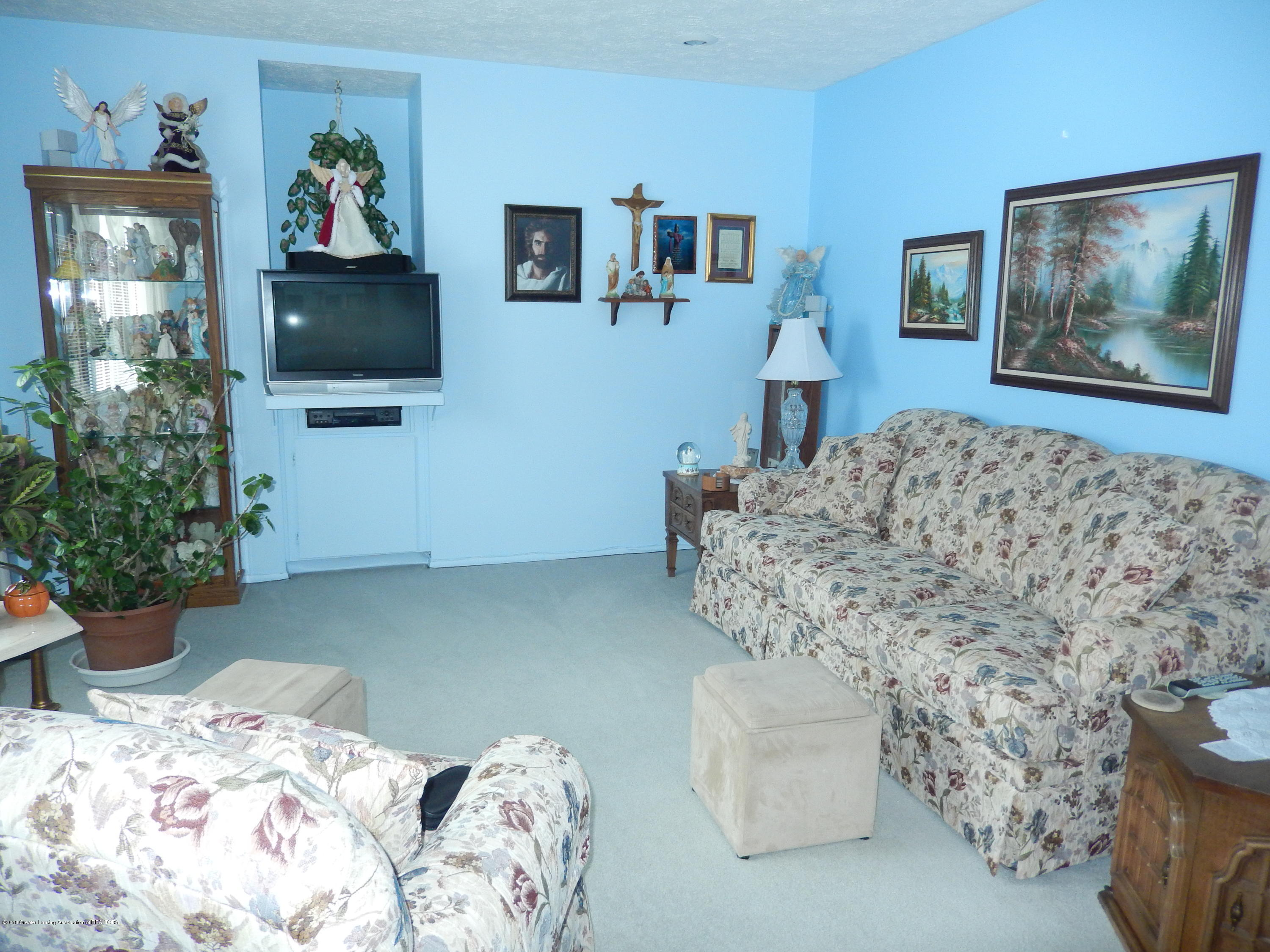 2809 N Canal Rd - Living Room - 6
