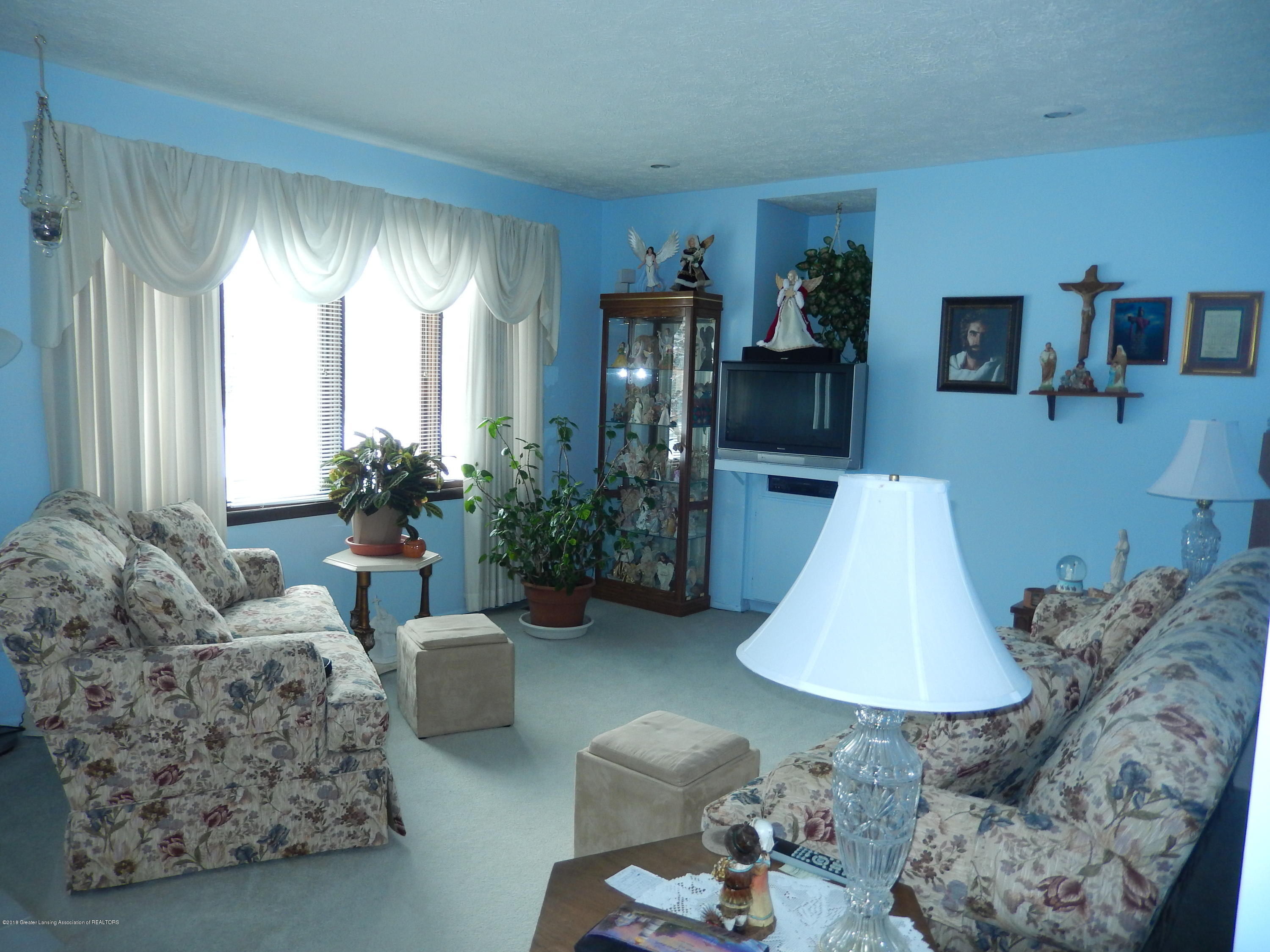 2809 N Canal Rd - Living Room - 7
