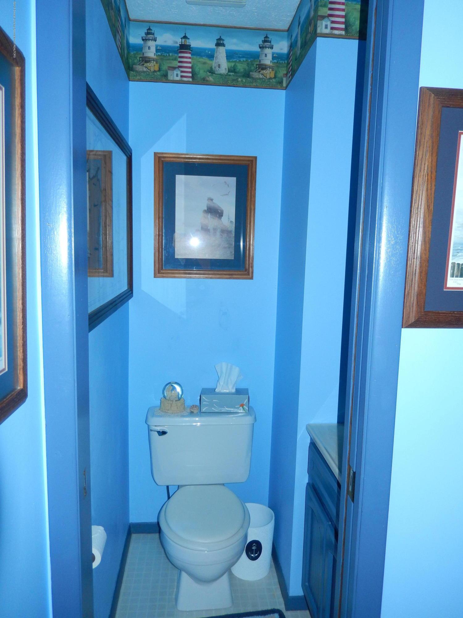 2809 N Canal Rd - Master Bathroom - 10