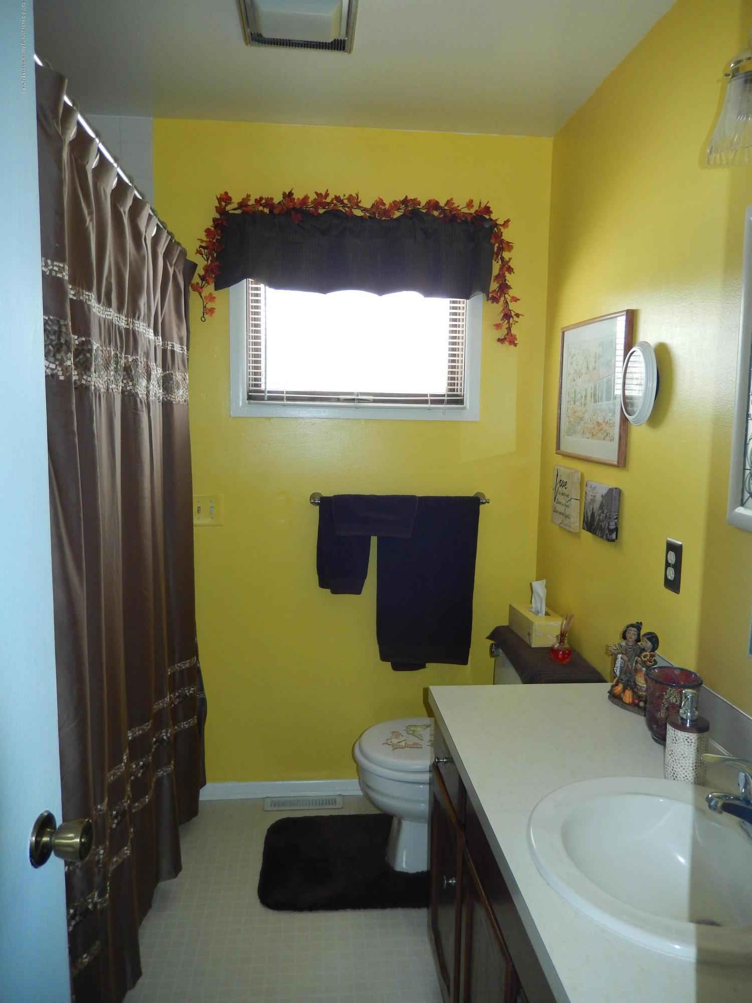 2809 N Canal Rd - Bathroom - 14