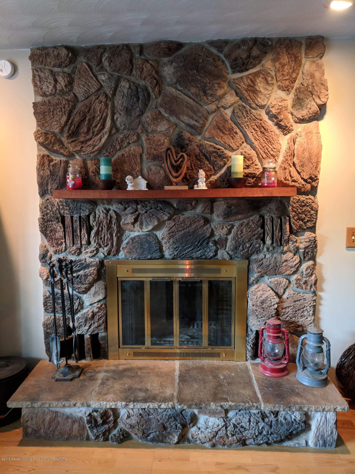 8175 Hunter Rd - Living Room - 9