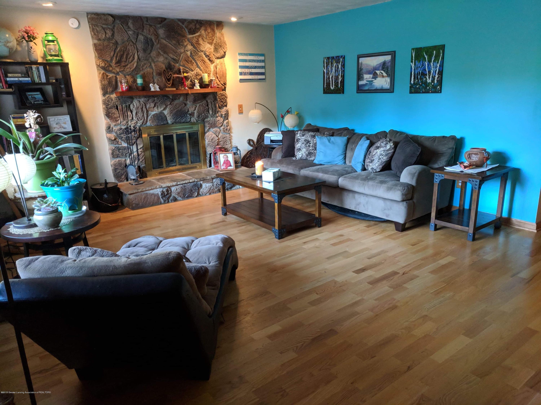 8175 Hunter Rd - Living Room - 8