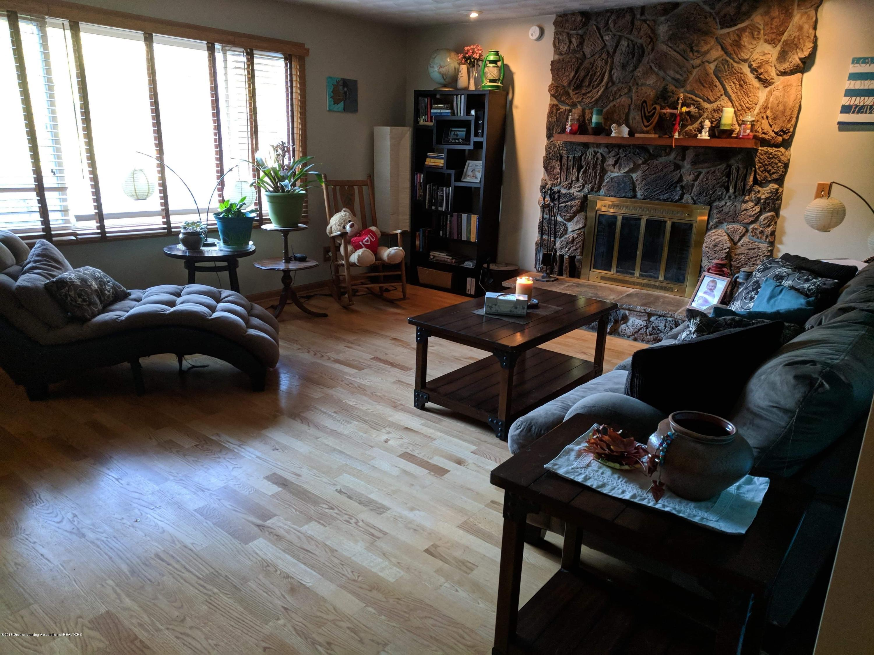 8175 Hunter Rd - Living Room - 11