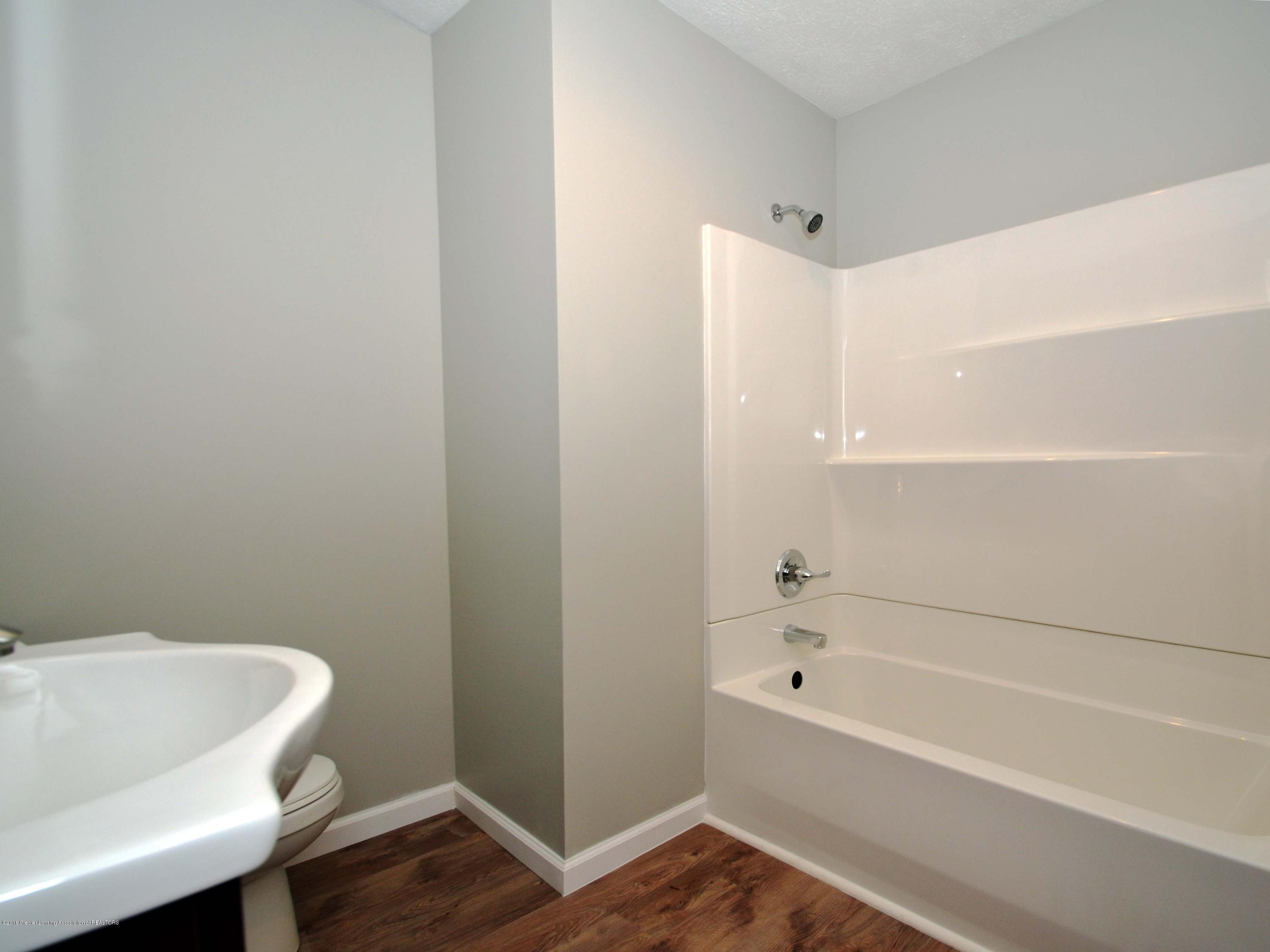 908 Water St - Main Level Full Bath - 15