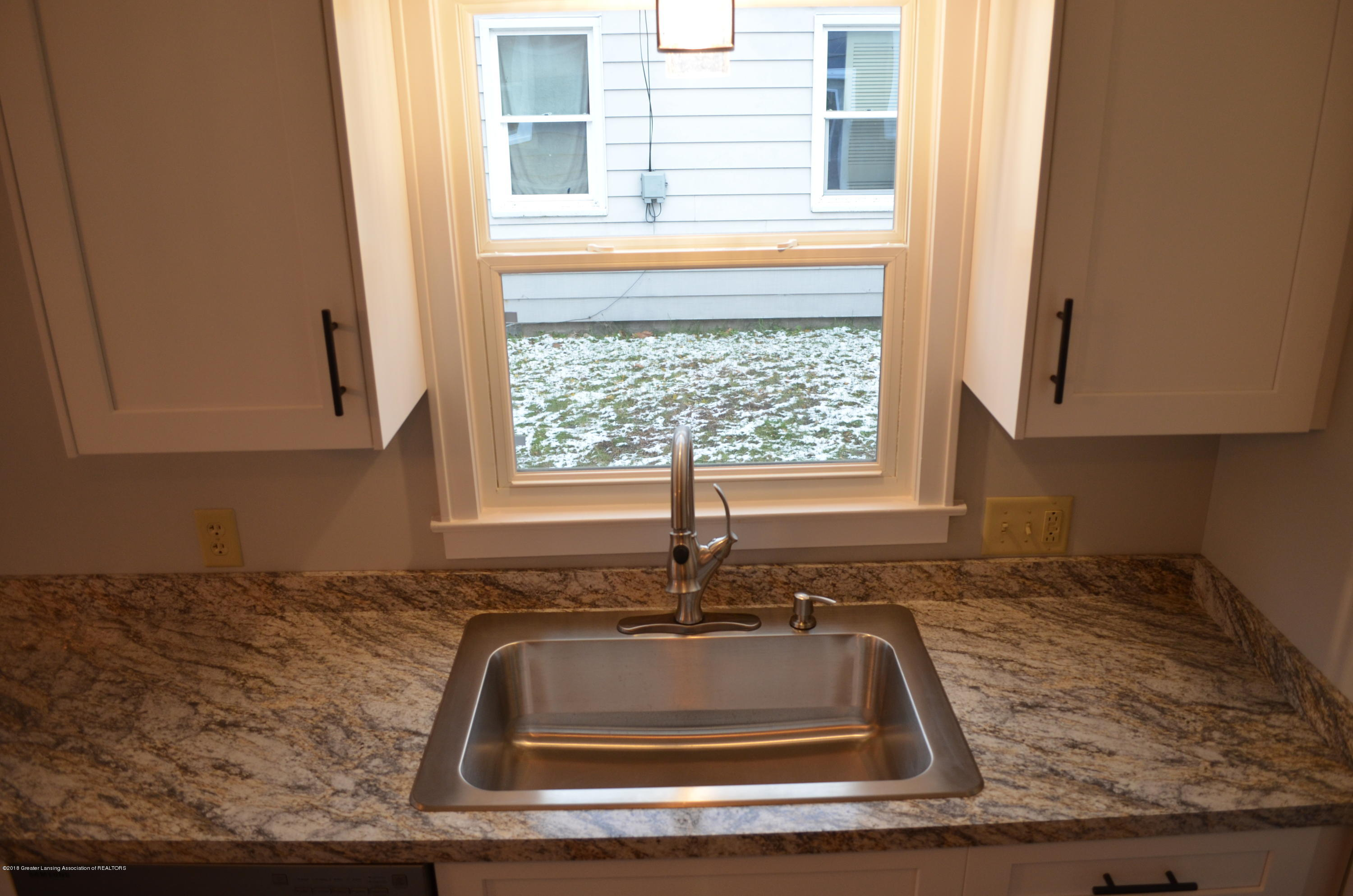 1323 Poxson Ave - Large one piece sink - 5