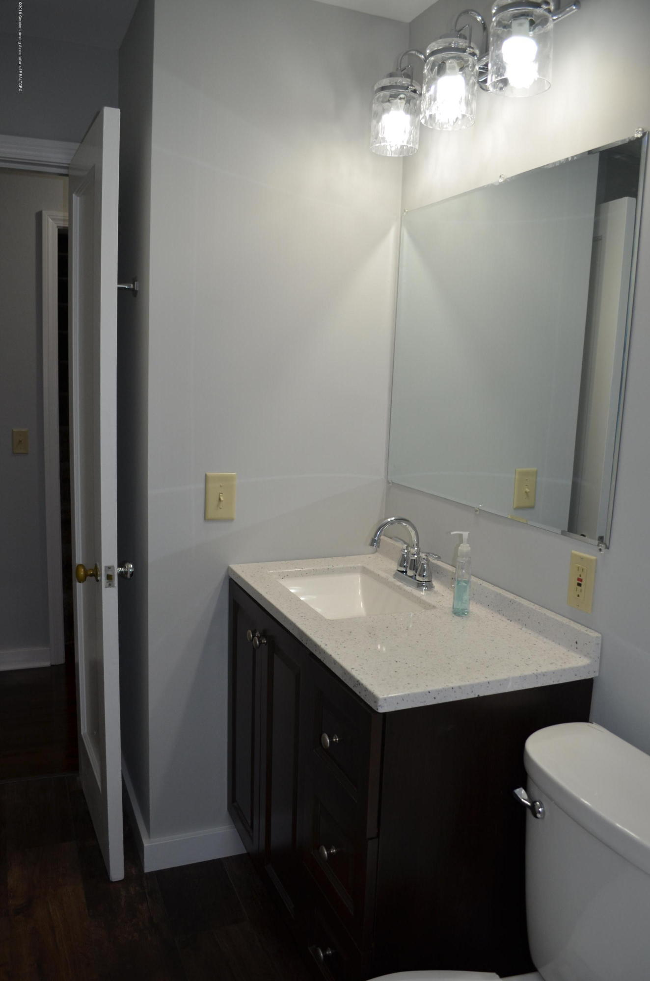 1323 Poxson Ave - New Bathroom - 13