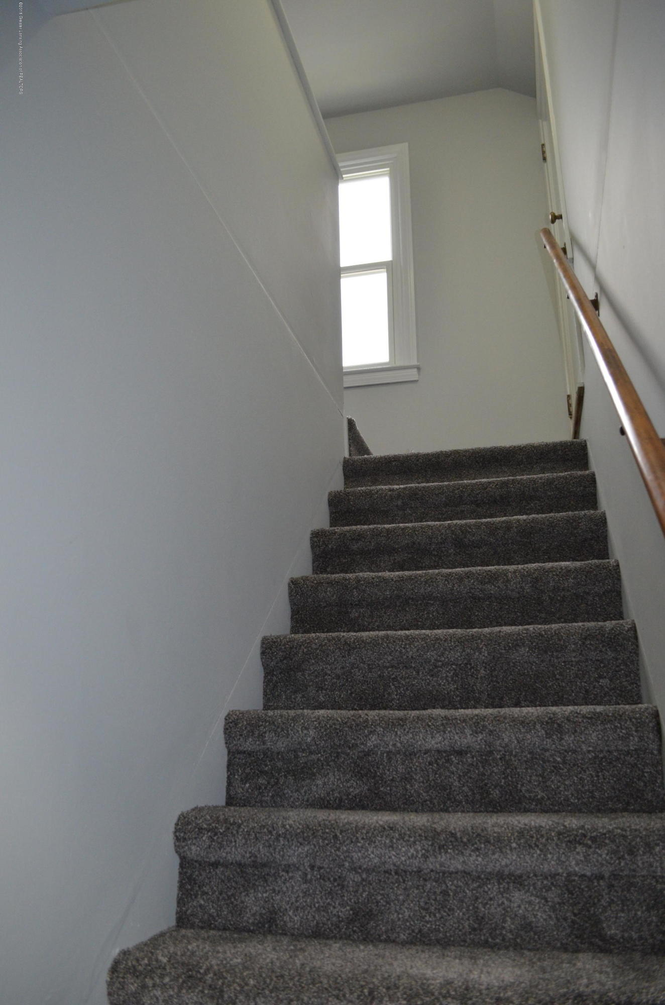 1323 Poxson Ave - Upper Level Stairs - 22