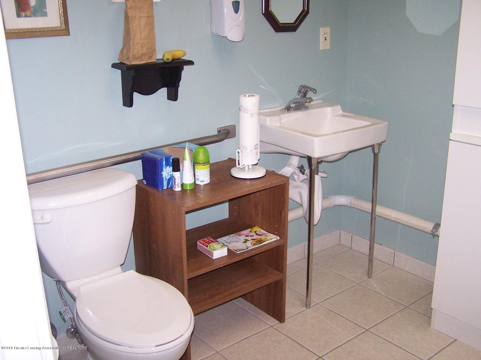 125 N Main St - Restroom c - 20