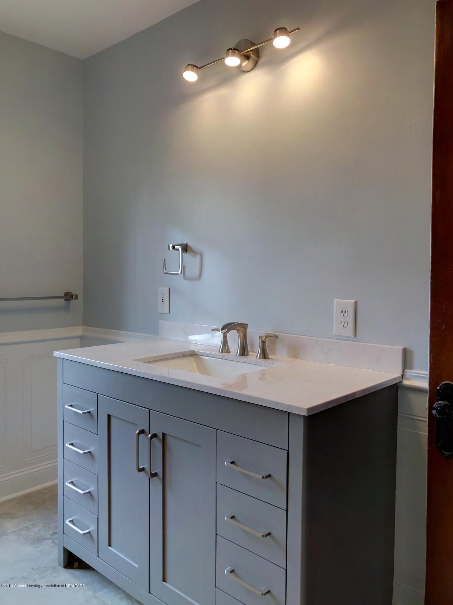 224 W North St - Bathroom 2 - 17
