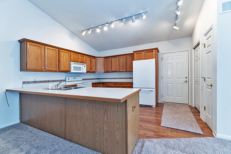 2065 Wyndham Hills Dr - 2065 Wyndham open concept Kitchen - 14