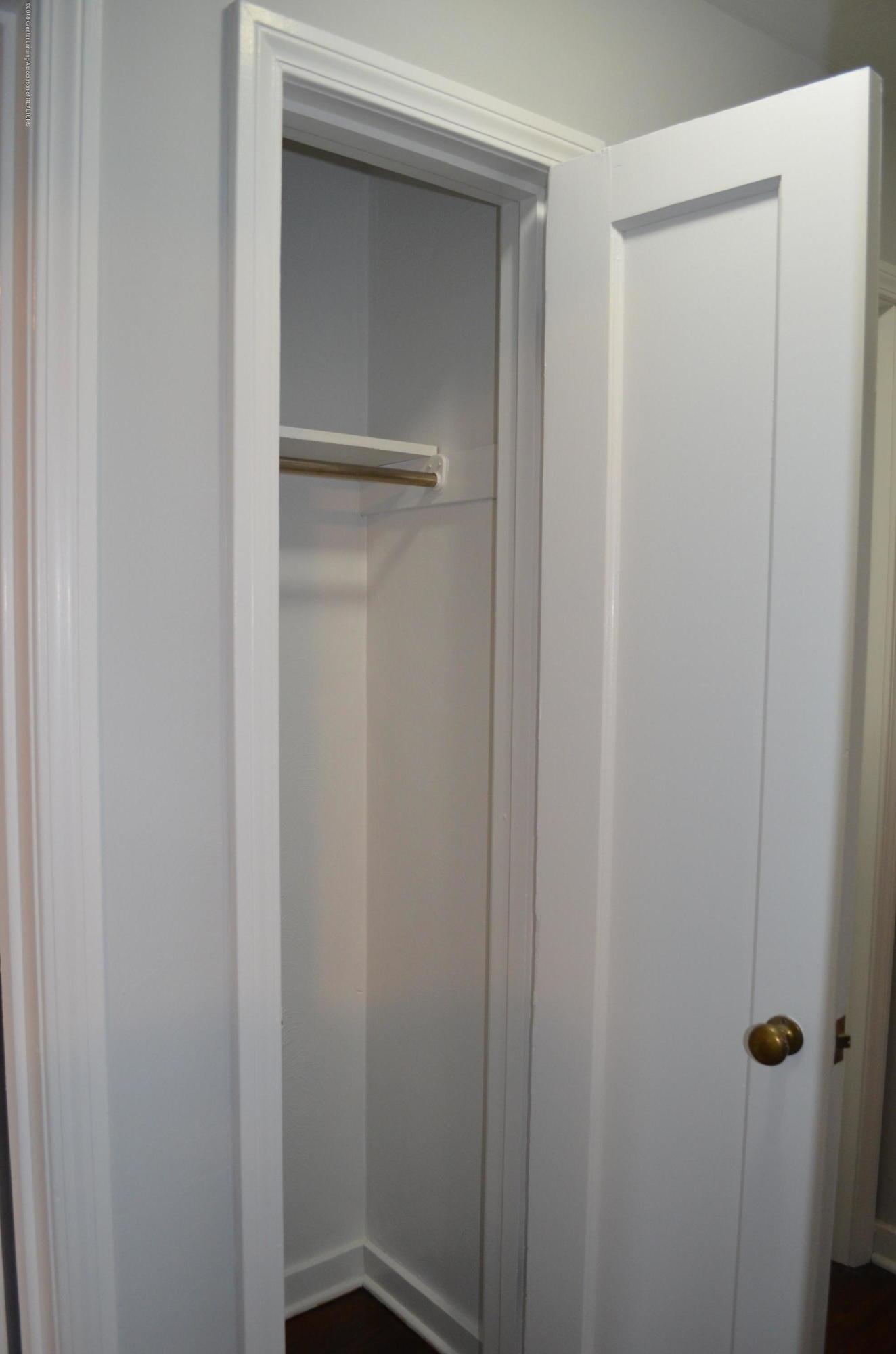 1323 Poxson Ave - Coat Closet - 16