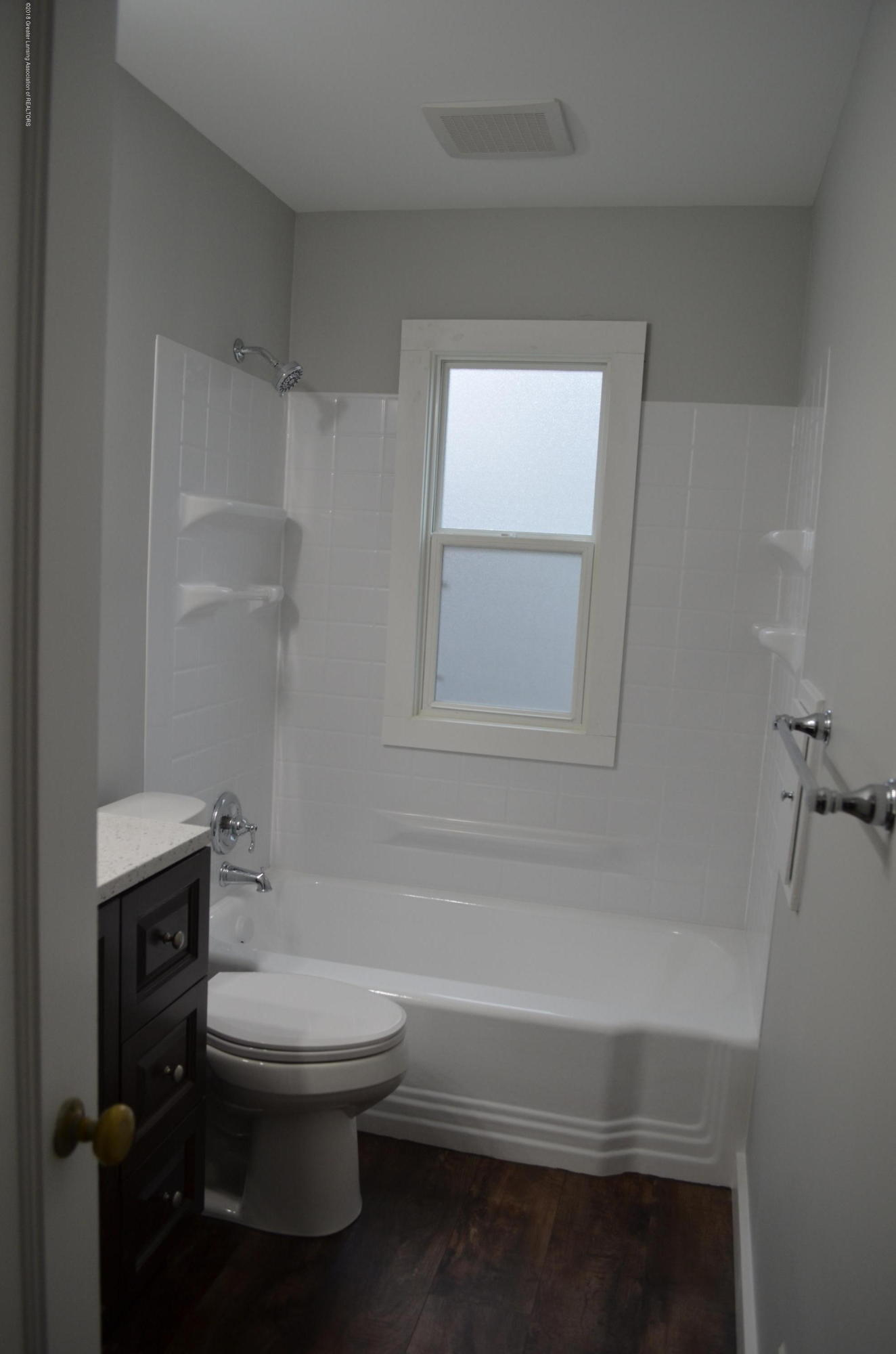 1323 Poxson Ave - Reglazed Tub - 14