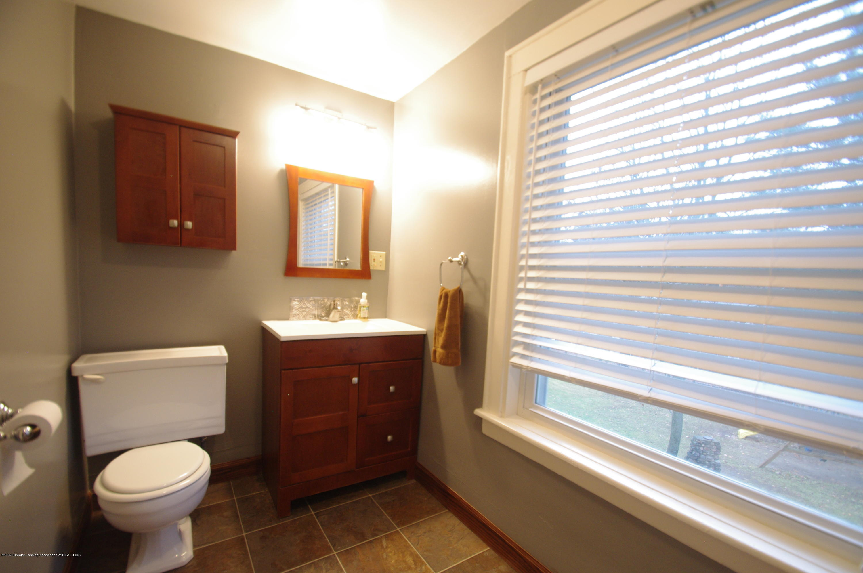 4604 Old Lansing Rd - Full Bath upstairs - 26
