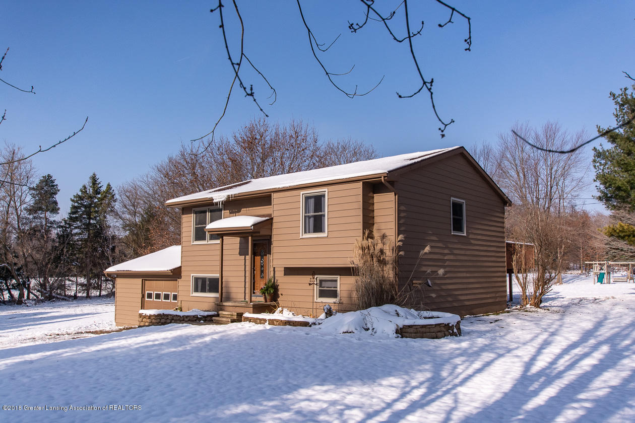 1677 Barry Rd - Front view - 2