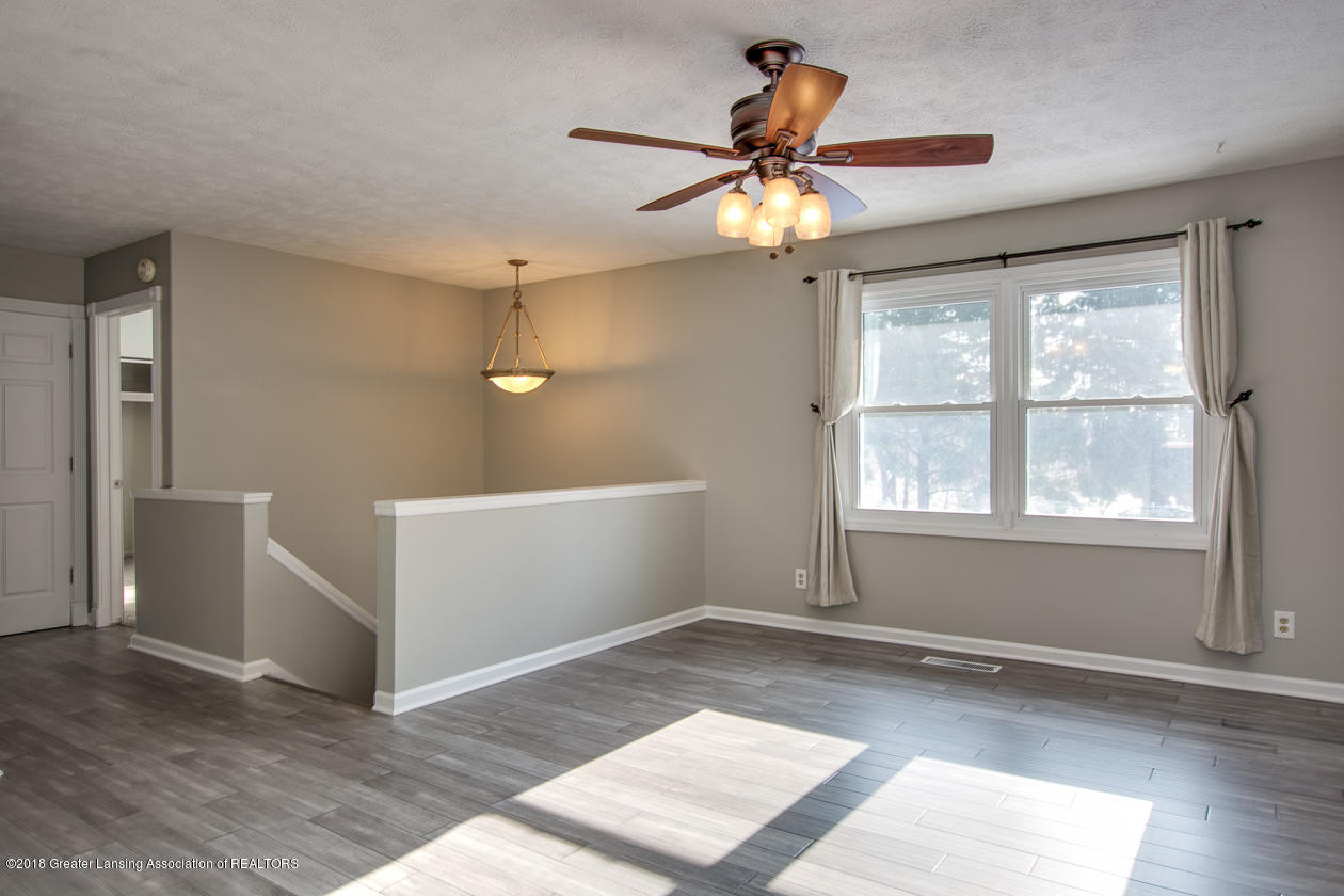 1677 Barry Rd - Living room - 3