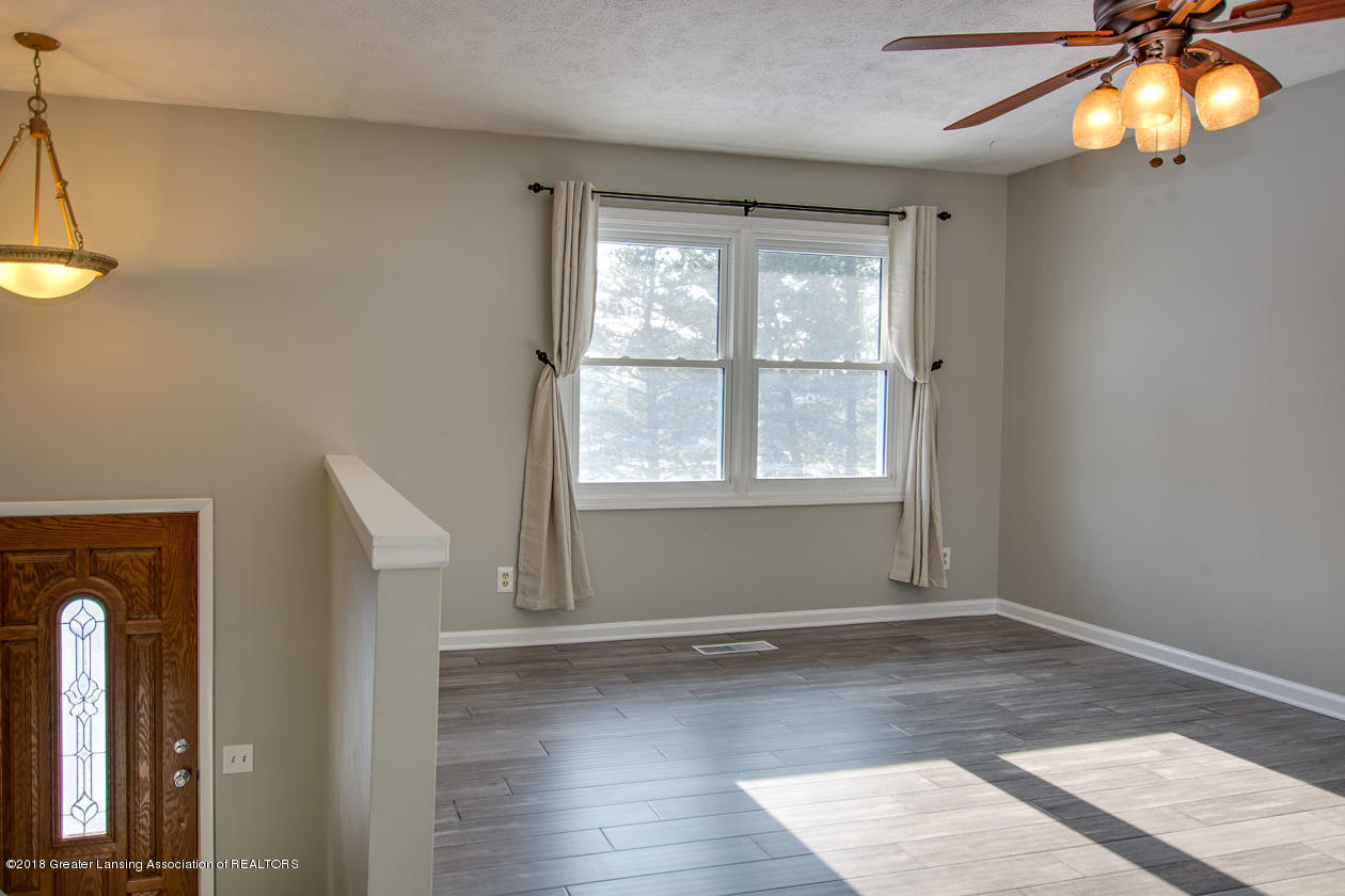 1677 Barry Rd - Living room - 5