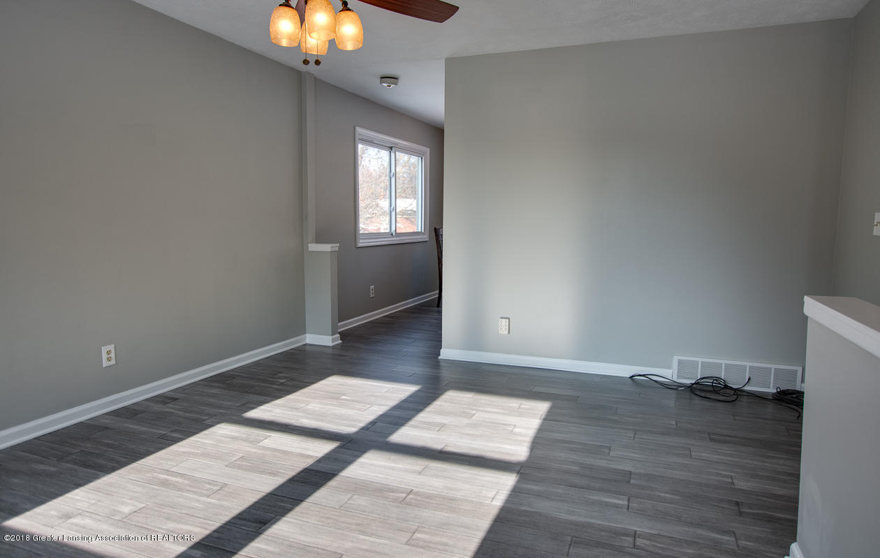 1677 Barry Rd - Living room - 4