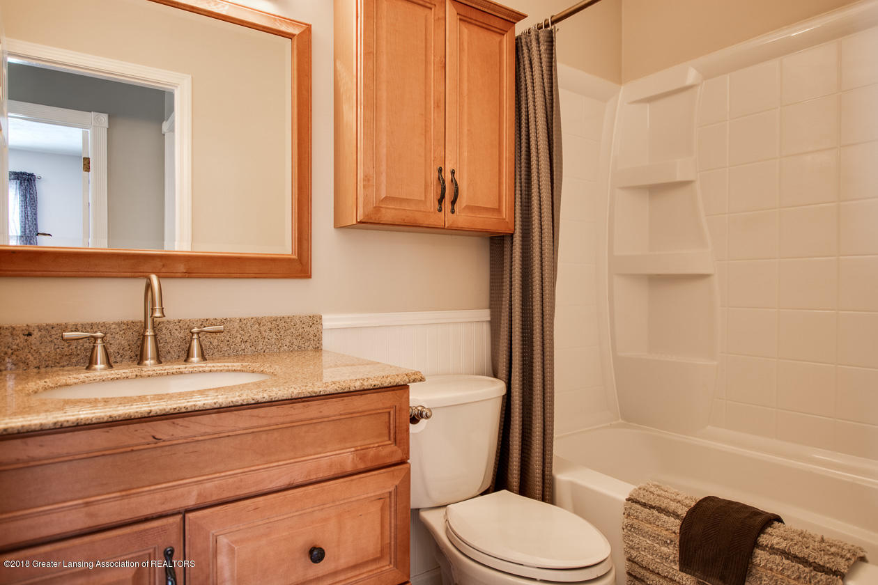 1677 Barry Rd - Full bath - 13