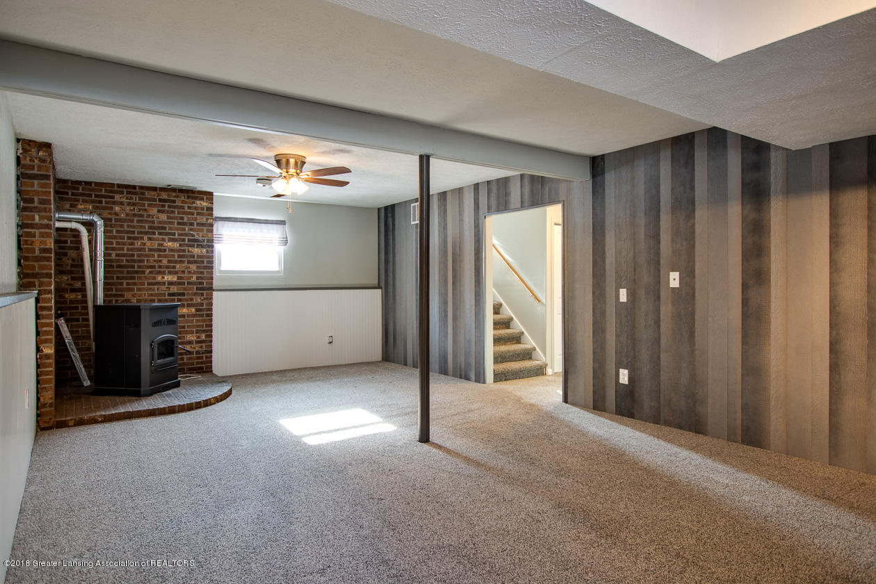 1677 Barry Rd - Family room - 18