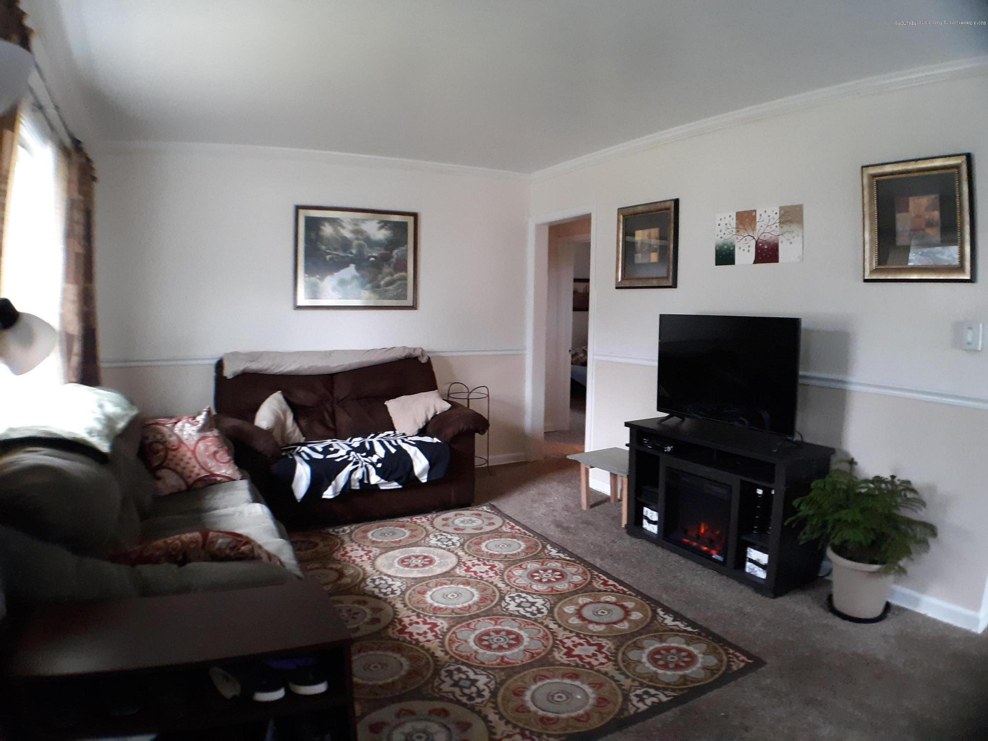 1718 Victor Ave - 1718 livingroom - 2