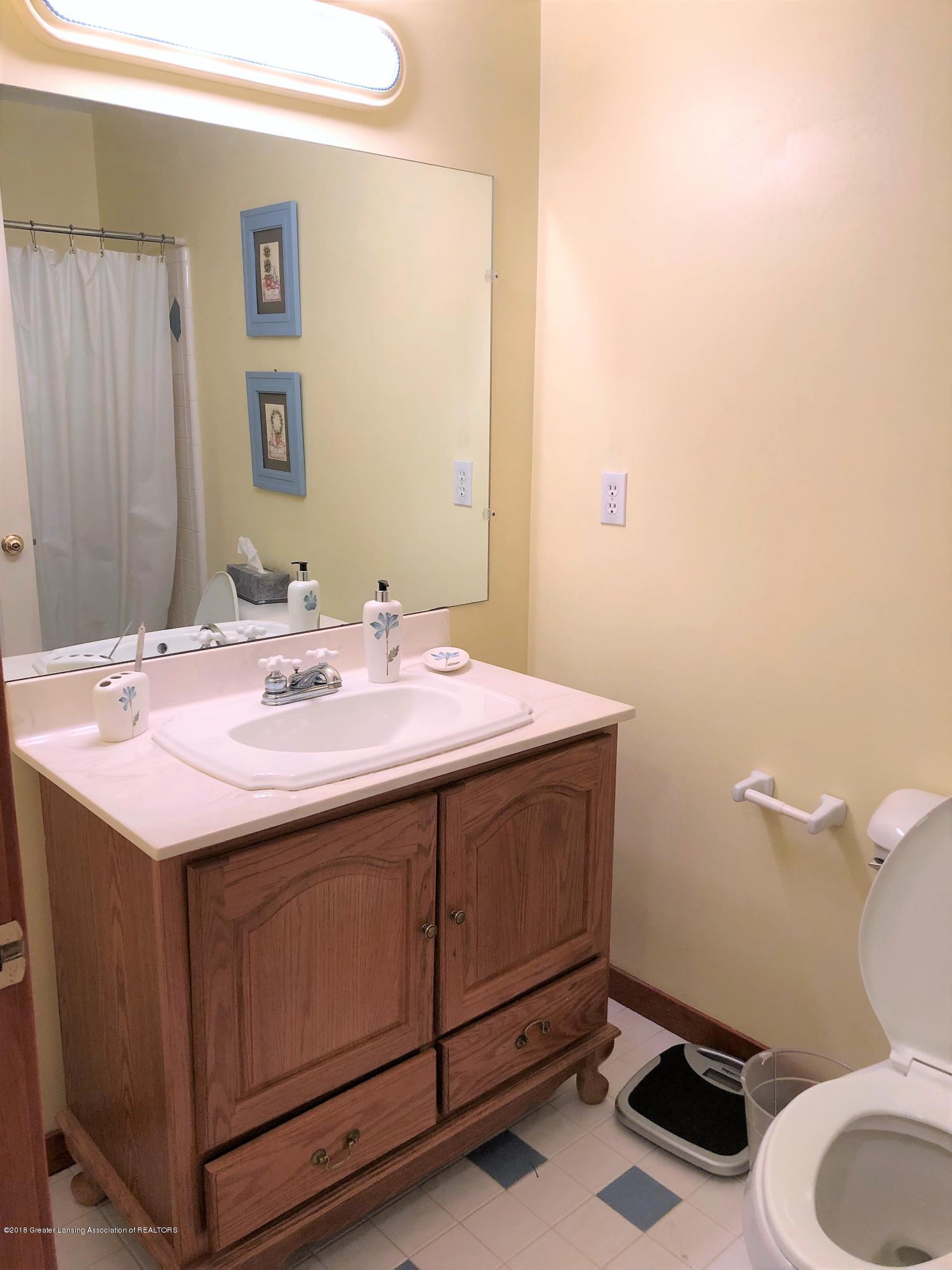 341 S Eifert Rd - Bathroom - 15