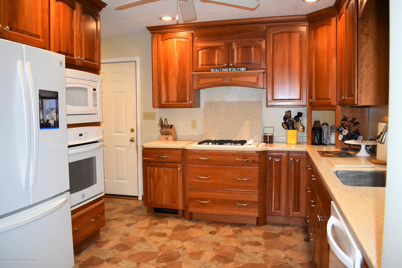 341 S Eifert Rd - Kitchen - 9