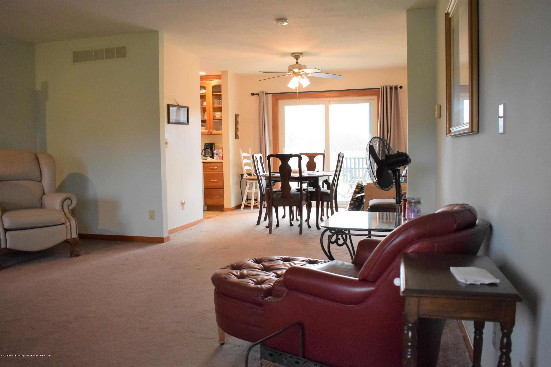 341 S Eifert Rd - Living room 4 - 7