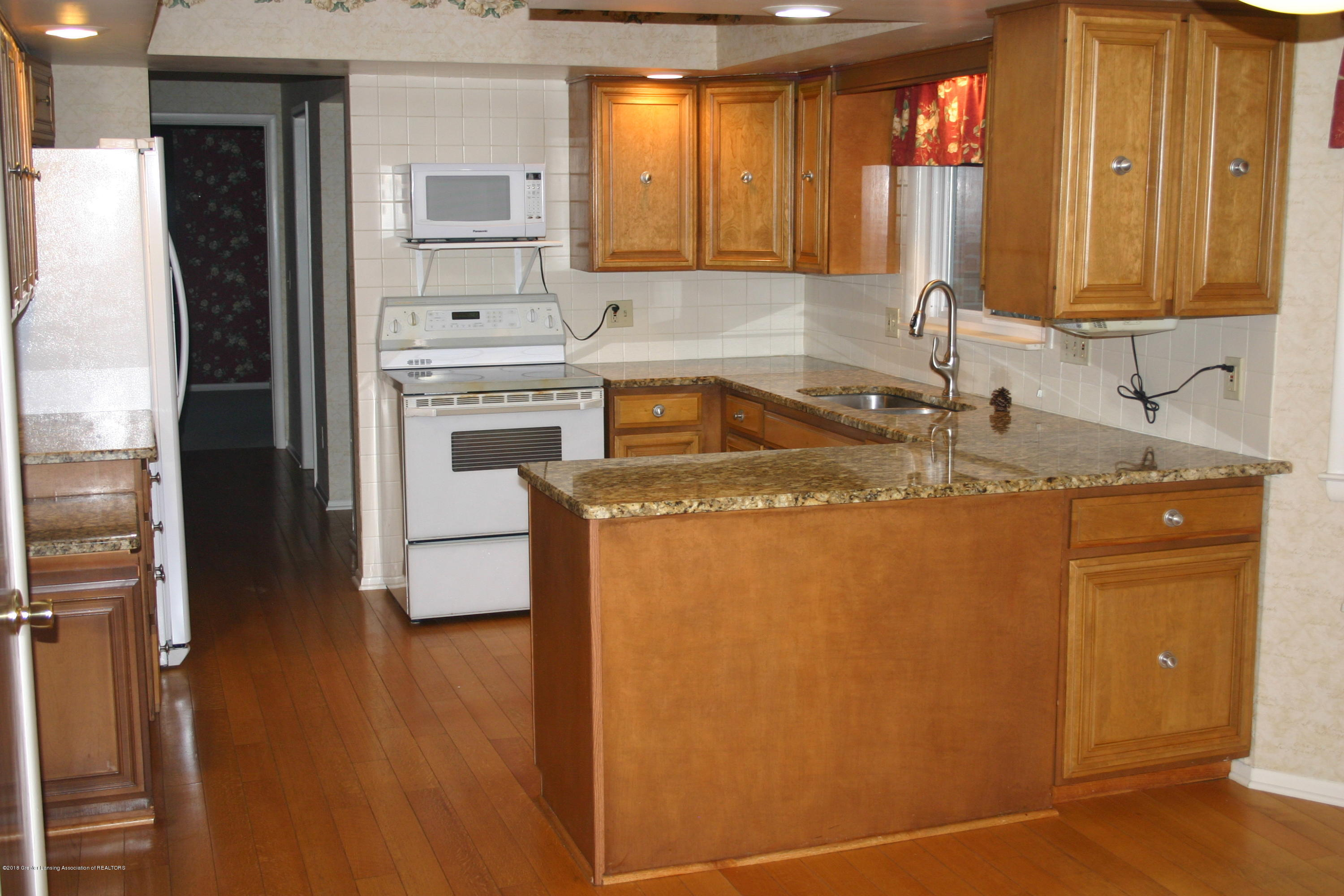 1927 Vassar Dr - Kitchen - 21