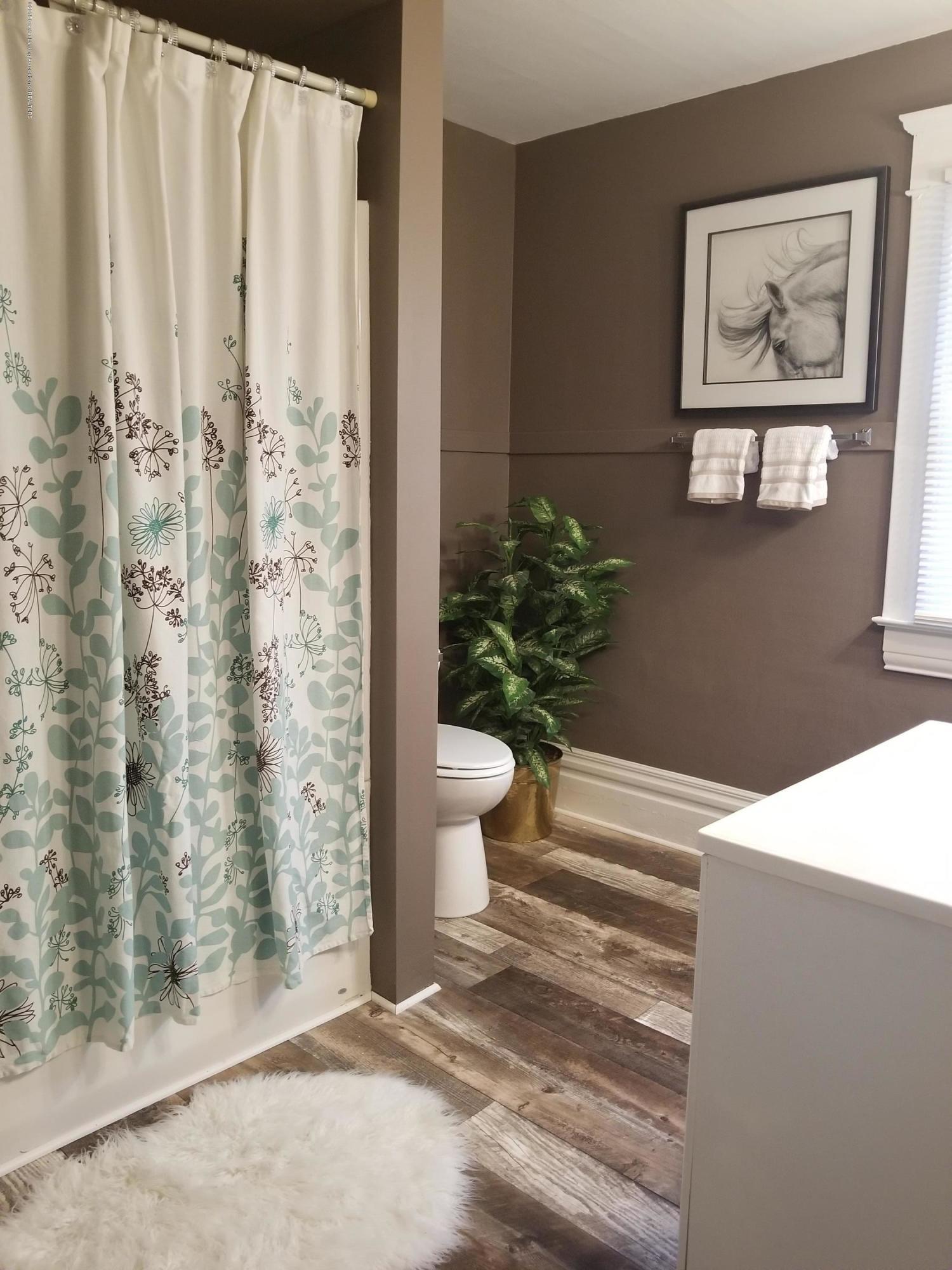 309 W Lapeer St - Bathroom 2 - 13