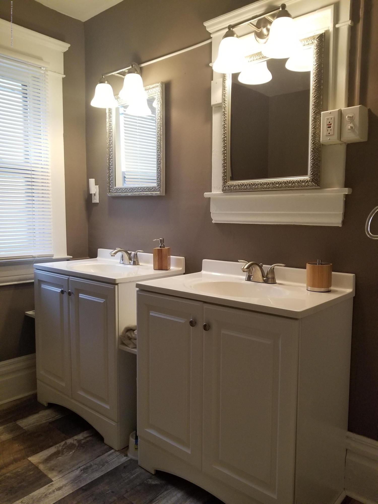 309 W Lapeer St - Bathroom - 12