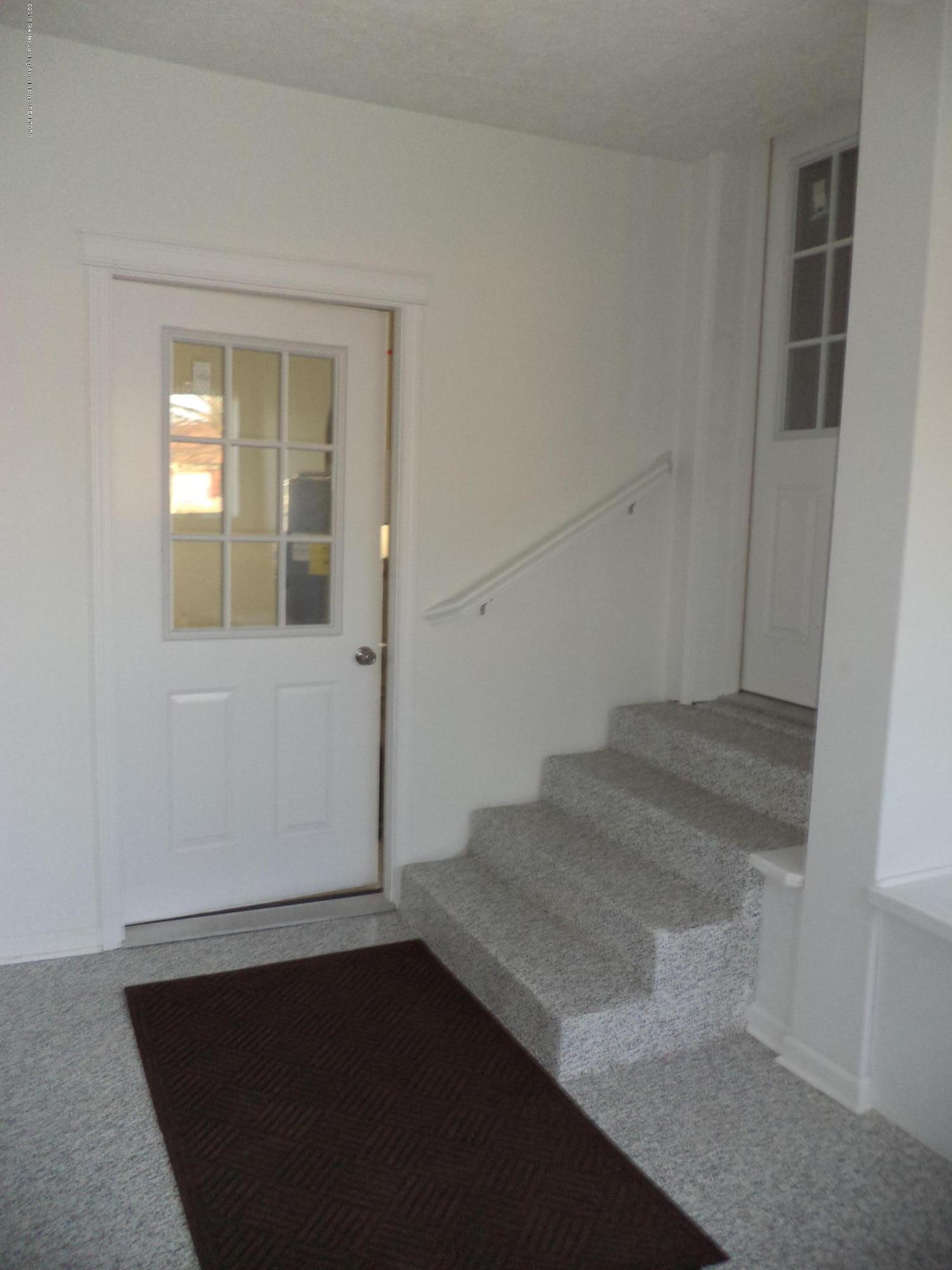 3200 S Dewitt Rd - Foyer 2 - 24