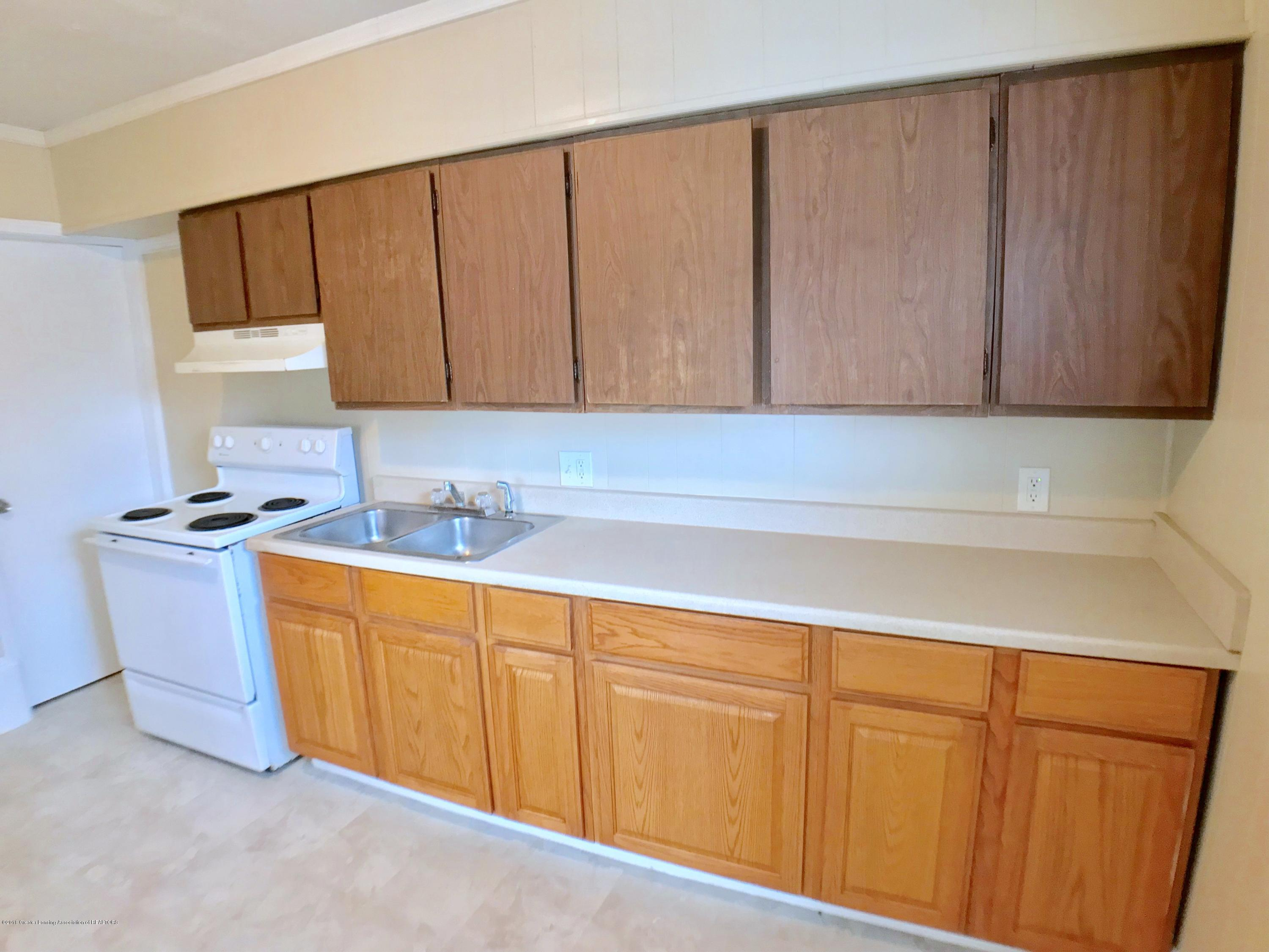 714 N Pine St - Kitchen - 10