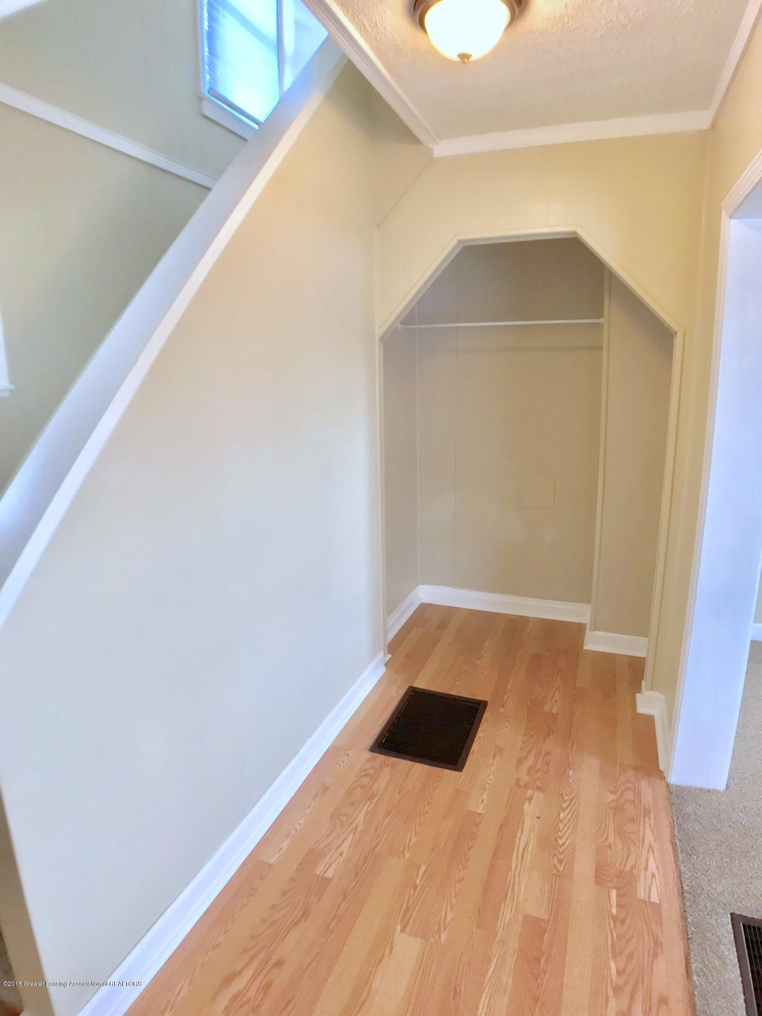 714 N Pine St - Foyer - 3