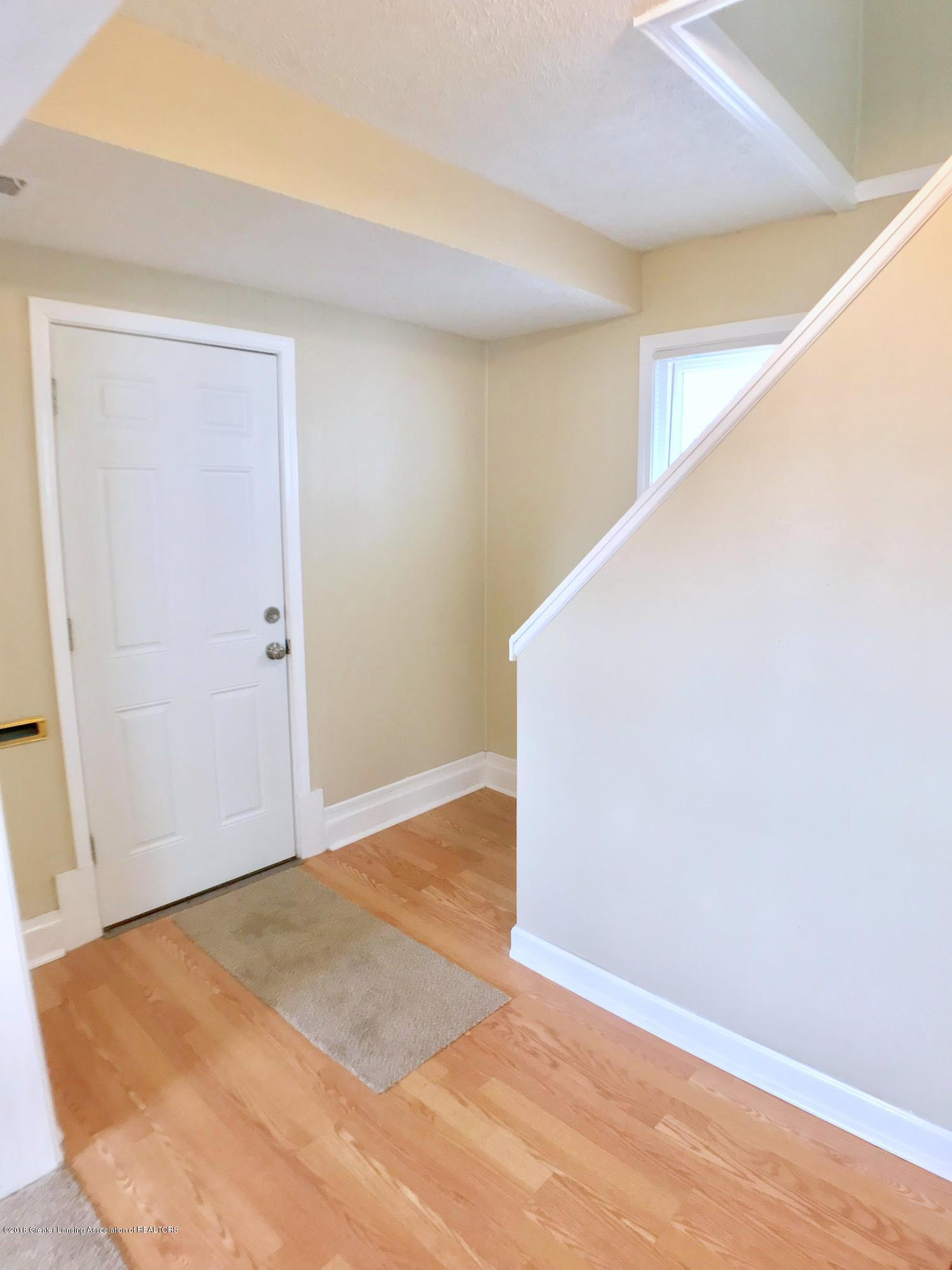 714 N Pine St - Foyer - 4