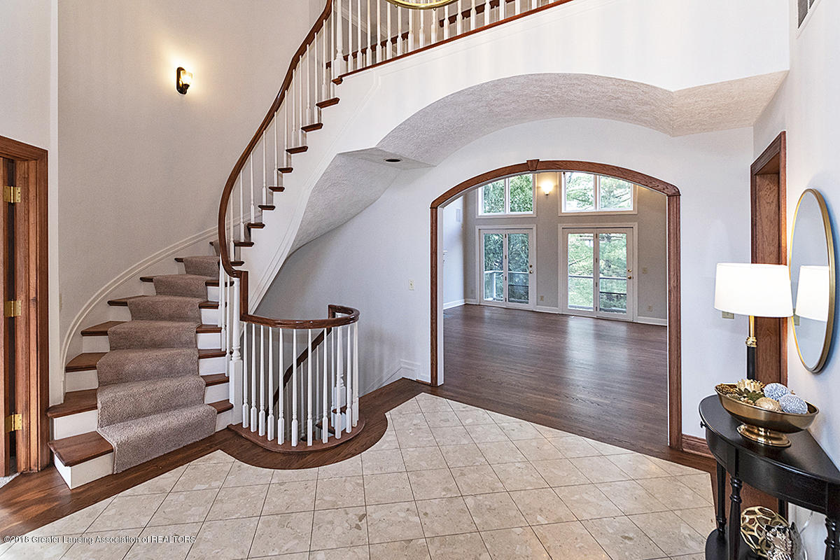3801 Chippendale Dr - FOYER - 2