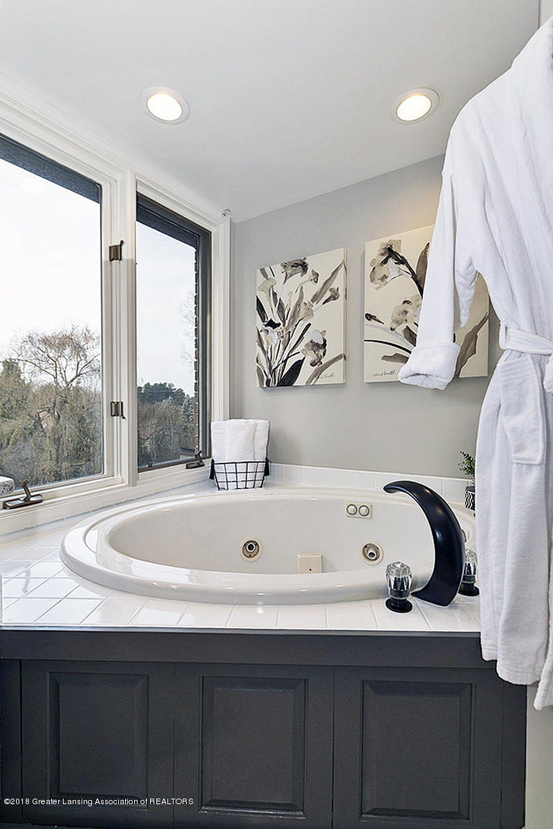 3801 Chippendale Dr - MASTER BATHROOM - 16