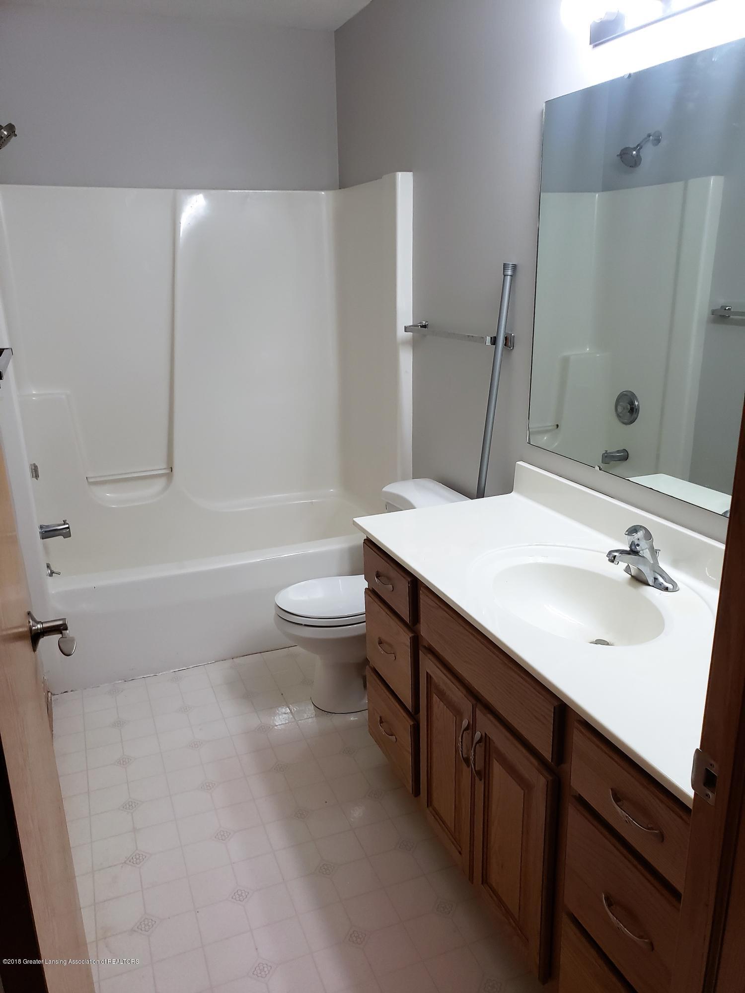 2438 Barnsbury Rd - 2nd Full Bath - 35