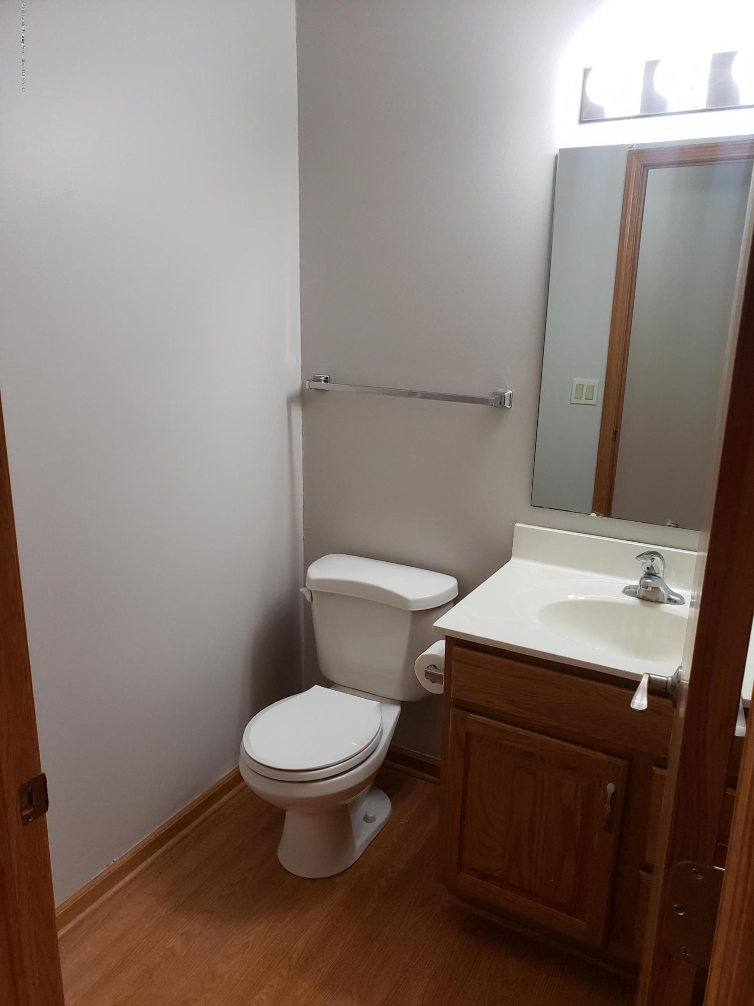 2438 Barnsbury Rd - 1st Floor Half Bath - 14