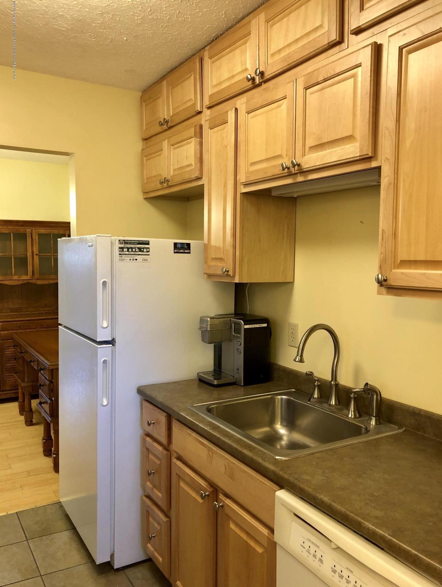 1533 N Hagadorn Rd 4 - Kitchen - 5