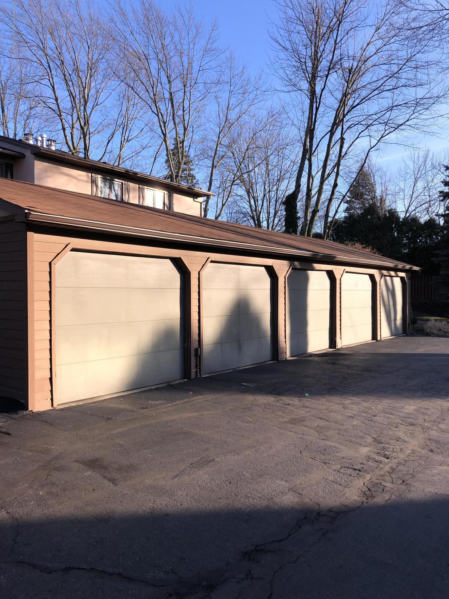 1533 N Hagadorn Rd 4 - Garage! - 2