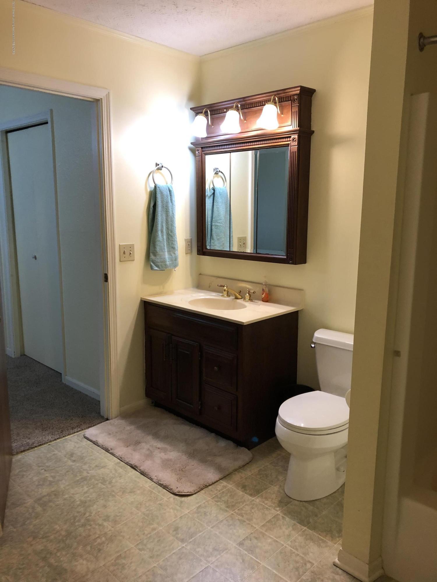 1533 N Hagadorn Rd 4 - Full Bath - 13