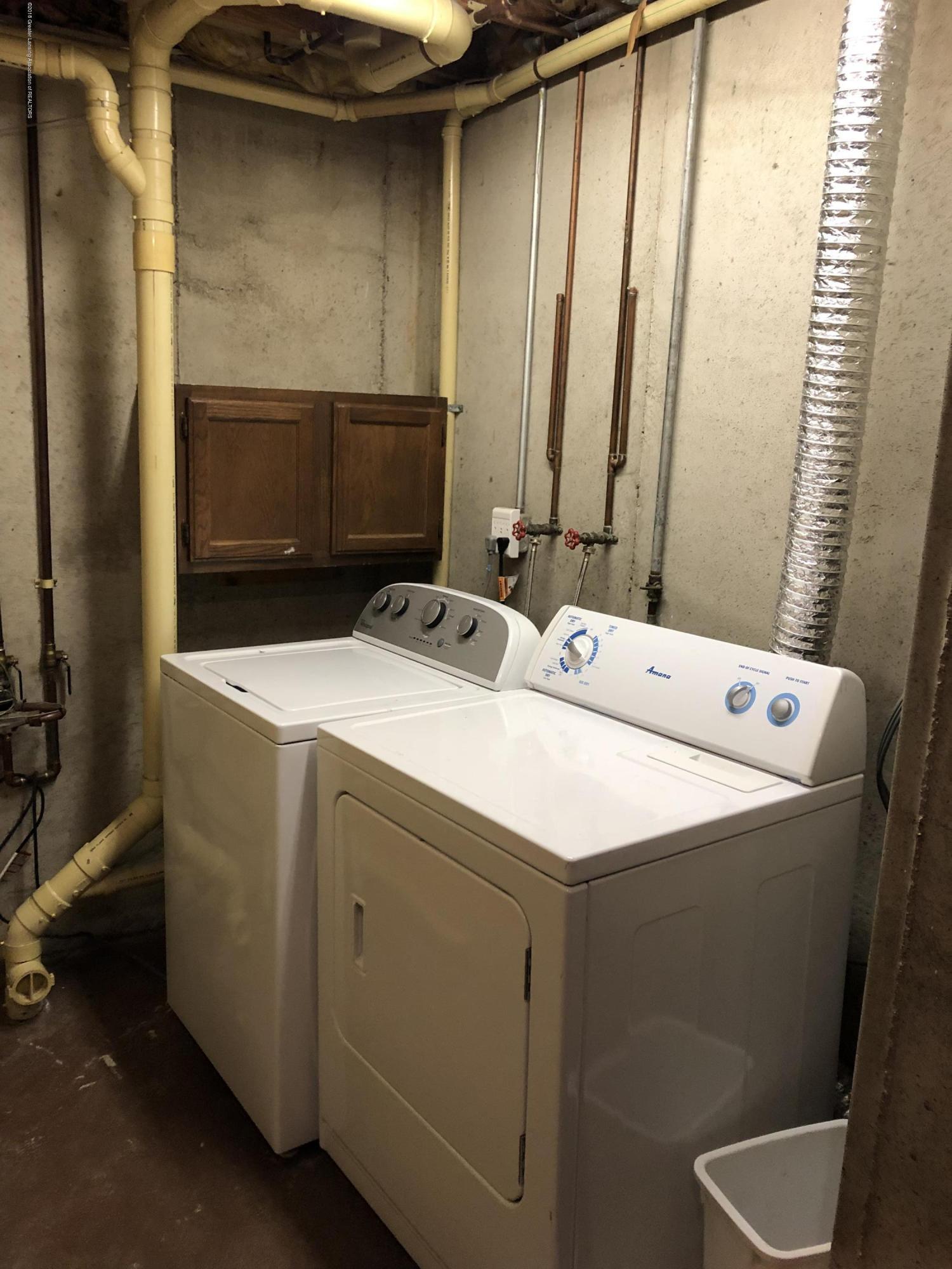 1533 N Hagadorn Rd 4 - Washer & Dryer - 18