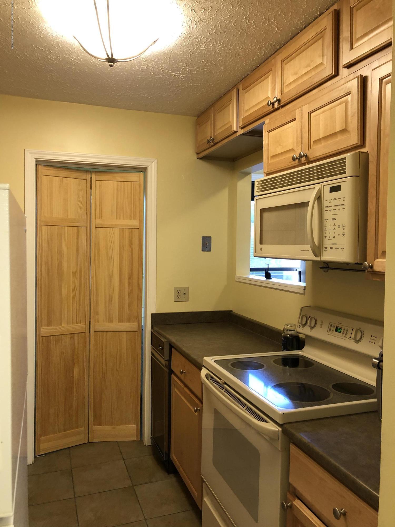 1533 N Hagadorn Rd 4 - Kitchen - 7